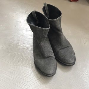 Good Condition Theory Flat Ankle Boots